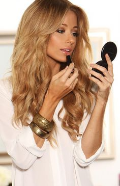 Blond caramel: 22 pictures of this captivating color! – Trend Zone - All About Hairstyles Caramel Blonde Hair, Warm Blonde Hair, Hair Color Caramel, Golden Blonde Hair, Carmel Blonde, Blonde Hair Honey Caramel, Light Caramel Hair, Warm Blonde Highlights, Golden Hair Color