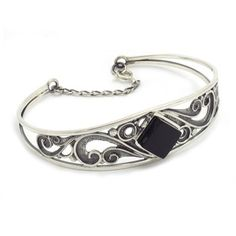 Singular bracelet in sterling silver and jet, handmade in Galicia with traditional methods. Artcraft of The Way of St. Tax Free, Jewelry Crafts, Jet, Arts And Crafts, Traditional, Sterling Silver, Bracelets, Handmade, Collection