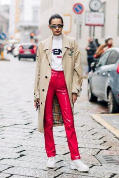 Street style at Milan Fashion Week Fall/Winter Street style a la Fashion Week automne hiver 2018 2019 de Milan London Fashion Weeks, Fashion Week 2018, Milano Fashion Week, Milan Fashion, Couture Fashion, Street Fashion, Oufits Casual, Style Casual, Latest Fashion Trends