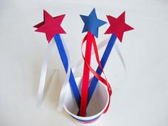 Easy star wands to make with kids in 5 simple steps--a perfect craft to celebrate the 4th of July!