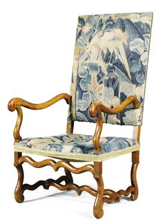 Franco-Flemish, 17th Century FAUTEUIL (ARMCHAIR) tapestry and carved walnut carved walnut The chair frame made in the late 17th century.