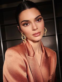 Kendall Jenner earth tones neutral makeup look