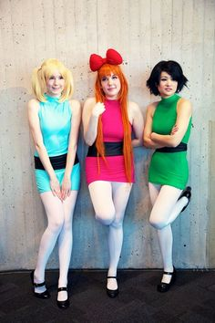 Grab your best friends and transform into the Powerpuff Girls with this Halloween group costume idea. Trio Halloween Costumes, Soirée Halloween, Holiday Costumes, Halloween Cosplay, Halloween Outfits, Family Halloween, Zombie Costumes, Homemade Halloween, Women Halloween