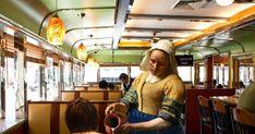Johannes Vermeer e la pittura del quotidiano. Un viaggio tra diners americani e caffetterie italiane. Funny Paintings, Paintings Famous, Classic Paintings, Famous Artists, Surrealist Collage, Collage Art, Collages, Johannes Vermeer, Multimedia Artist