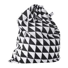 IKEA SNAJDA Laundry bag Black/white 60 l The laundry bag quickly transforms into a backpack so that you can easily carry laundry to the laundry room. All you need to do is fix the strings in the loops at the bottom of the bag. Laundry Shop, Laundry Bin, Ikea Laundry Basket, Washing Baskets, Ikea Dorm, Camping Accesorios, Ikea Shopping, Le Cordon, Van Camping
