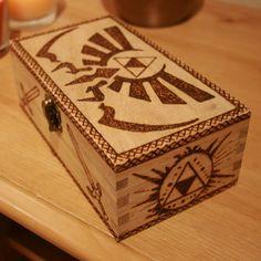 Zelda Triforce woodburned caja por RedcoatCreations en Etsy