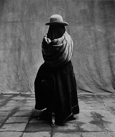 Find the latest shows, biography, and artworks for sale by Irving Penn. Considered one of the most influential photographers of the century, Irving Penn… New Jersey, Irving Penn Portrait, Recherche Photo, Fashion Fotografie, Image Mode, Portrait Photography, Fashion Photography, Gelatin Silver Print, Richard Avedon