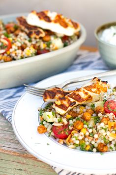 Halloumi Salad, Grilled Halloumi, Tzatziki Recipes, Vegetarian Recipes, Healthy Recipes, Gf Recipes, Grain Salad, Grain Foods, Salad Recipes