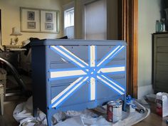 meg made designs: Painting a Union Jack/British Flag on a dresser tutorial Acrylic Furniture, Painted Furniture, Union Jack Dresser, Make Design, Restoration Hardware, Pottery Barn, Make Your Own, Diy Projects, Shapes