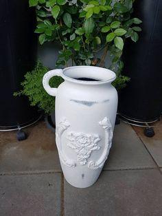Eine tolle Shabby chic Vase ;-) machen. Vase, Shabby, Home Decor, Light Switches, Amazing, Interior Design, Vases, Home Interior Design, Home Decoration