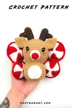 Make your very own cute crochet butterfly reindeer! Get started with amigurumi with this crochet pattern for your christmas gifts and decor. Create your own cute reindeer with this easy and unique crochet pattern. Cute and kawaii, this basic and beginner friendly DIY project is perfect for any crocheter that loves christmas and summer. This stuffed animal amigurumi is perfect for home decor. Great project for the holidays! Stuffed animal plushie that can be made quickly with lion brand yarn. Unique Crochet, Cute Crochet, Crochet Dolls, Beginner Crochet Projects, Crochet For Beginners, Crochet Butterfly, Holiday Crochet, Lion Brand Yarn, Learn To Crochet