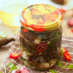 Smardze z fetą w oliwie Pickles, Feta, Cucumber, Vegetables, Canning, Vegetable Recipes, Pickle, Zucchini, Veggies