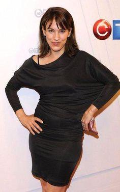 Amy Jo Johnson Bra Size, Age, Weight, Height, Measurements - http://www.celebritysizes.com/amy-jo-johnson-bra-size-age-weight-height-measurements/