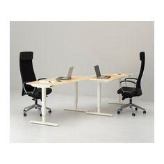 Peque o espacio de trabajo con escritorios blancos for Sillas apilables ikea
