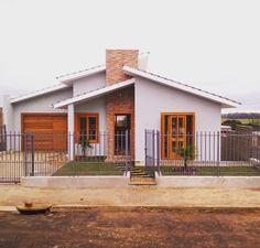 Fachadas de casas simples: 80 ideias e estilos para inspirar seu projeto Bungalow House Design, Small House Design, House Front, My House, Home Design Plans, Small House Plans, Exterior Design, Cafe Exterior, Colonial Exterior