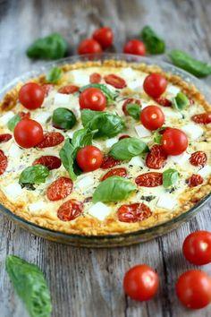 Herkullinen tomaatti-fetapiirakka - Suklaapossu I Love Food, Good Food, Yummy Food, Pesco Vegetarian, Vegetarian Recipes, Cooking Recipes, No Salt Recipes, Savoury Baking, Eat Lunch