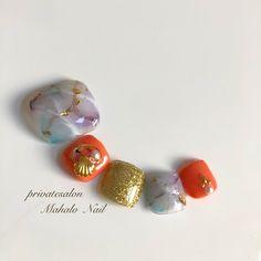 夏らしさも大人っぽさも叶えてくれる大理石に、2018年はビビッドカラーを合わせませんか♡?綺麗めとカジュアルがバランスよく融合できるフットネイルなので、普段からお出かけまで活躍します♪(id:3145709) Toe Nail Art, Toe Nails, Leto, Design Art, Manicure, Nail Designs, Makeup, Colors, Feet Nails