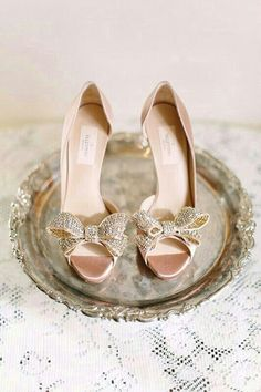 Gorgeous blush pink shoes with sparkly bows #blushpink #blushpinkwedding #shoes #bride #wedding