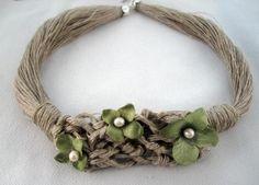 Collar lino natural trabajo en red y flores ropa verdes