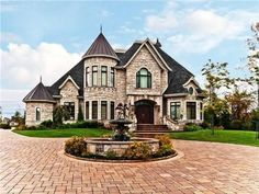 """This millionaire modern residence looks like little castle. 17 """"castlelike"""" mansions that will fascinate you - Your Dream Home"""