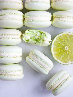Macarons, Macaron Cookies, Galletas Cookies, French Macaroon Recipes, French Macaroons, Macaron Flavors, Macaron Recipe, Cookie Recipes, Dessert Recipes