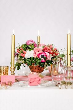 Pretty pink flowers: http://www.stylemepretty.com/living/2015/06/12/kate-spade-inspired-dinner-party/ | Photography: Melanie Duerkopp - http://melanieduerkopp.com/:
