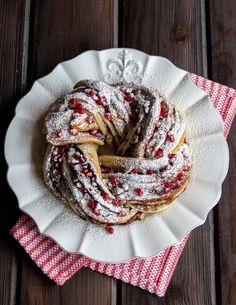 Chocolate Pomegranate Bread Twist } Style Sweet CA ᘡղbᘠ Köstliche Desserts, Delicious Desserts, Dessert Recipes, Yummy Food, Fun Baking Recipes, Real Food Recipes, Bread Twists, Breakfast Pastries, Danish Pastries