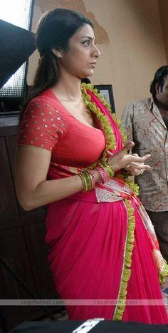 Bollywood actress Tabu hot exposing in saree Hot Actresses, Beautiful Actresses, Indian Actresses, Sexy Older Women, Sexy Women, Tabu, India Beauty, Celebs, Celebrities