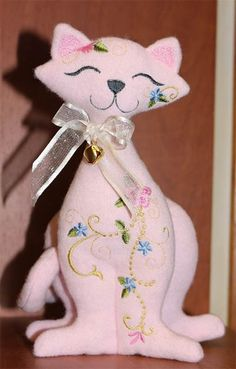 Soft Toys - Kitty LMO Embroidery Applique, Embroidery Designs, Quilted Gifts, Hoop, Projects To Try, Teddy Bear, Kitty, Gift Ideas, Quilts