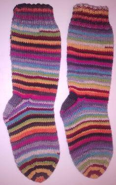 Marjo neuloo: Räsymattosukat naiselle, koko 38 Socks, Fashion, Stockings, Moda, Fashion Styles, Sock, Fashion Illustrations, Boot Socks, Hosiery
