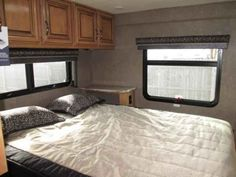 """2016 New Thor Motor Coach Quantum PD31 Class C in New Jersey NJ.Recreational Vehicle, rv, 2016 THOR MOTOR COACH QuantumPD31, 15.0 BTU A/C IPO 13.5, 32"""" Exterior Television, Cabinetry- High Gloss Maple, Dash Applique, Diamond Package, Exterior- Royal Flush, Heated Ext. Mirrors w/ Cameras, Interior- Regal Onyx, Leatherette Driver/Pass Chairs, Leatherette Sofa, Platinum Package,"""