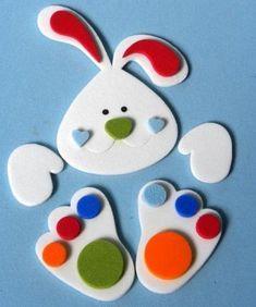 Como fazer uma cesta de Páscoa - 9 passos (com imagens) Bunny Crafts, Foam Crafts, Easter Crafts For Kids, Diy And Crafts, Paper Crafts, Easter Art, Easter Eggs, Black Construction Paper, Little Presents