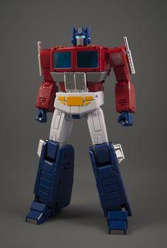 Transformers Masterpiece MP-44 Convoy (Optimus Prime) Candy Red Paint, Optimus Prime Toy, Transformers Masterpiece, Lego Mecha, Transformers Optimus Prime, Super Hero Costumes, Big Challenge, Lego Movie, Gi Joe