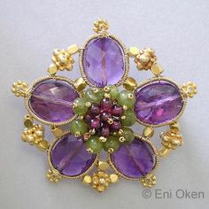 just one of many jewelry tutorials all on one site.  Some are for pay.