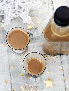 Przepis na domowy likier kawowy, który jest kremowy, delikatny - choć niektórzy twierdzą, że ma moc ;) i pięknie pachnie kawą.