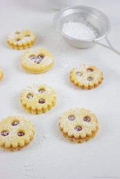 "Linzer Augen // Austrian Christmas Cookies called ""Linzer Augen"" filled with redcurrant jam"