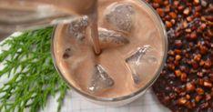 1 lata de leite condensado   - 1 medida da lata do leite condensado vazia de uísque 18%   - 1 colher de sopa café expresso em pó   - 1 colher de sopa cacau   - 2 colheres de sopa mel   - 1 colher de sopa essência baunilha   - 1 colher de chá extrato de amêndoa