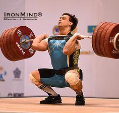 Ilya Ilyin Clean and Jerk wereldrecord - 242 kg (op de Nike Romaleos gewichthefschoenen!)