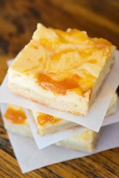 Peaches and Cream Cheesecake Bars - The perfect combination of sweet cheesecake, delicious peach preserves and shortbread crust! Super easy to make!