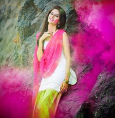 Some time you don't have to speak any words because feelings are expressed by your face and this Holi bring you smile to your face. Holi Pictures, Holi Images, Girl Pictures, Stylish Girl Images, Stylish Girl Pic, Stylish Boys, Beautiful Girl Photo, Beautiful Girl Indian, Gorgeous Women