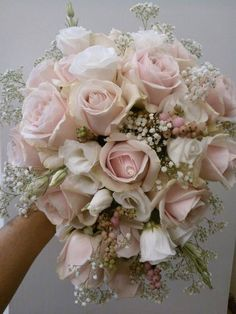 Romantic bridal bouquet with Sweet Avalanche byMeijer Roses made by Il Giardino del Re __floral page__!