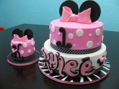 Minnie Mouse first birthday cake with small smash cake