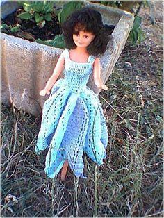 Le défilé des créations -stylistes : Barbie-fleur - Sylvie Crochet Barbie Clothes, Doll Clothes, Barbie Dress, Barbie And Ken, Knit Crochet, Creations, Dolls, Princess, Knitting