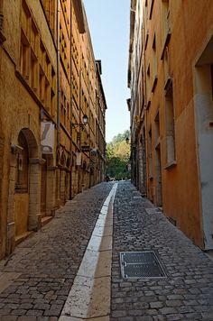 Rue du Boeuf - Vieux Lyon - Rhône by Vaxjo, via Flickr