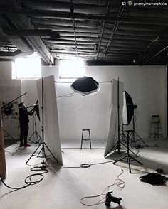 """Great BTS @jeremykramerphoto!! ------------ Repost @jeremykramerphoto: Setting up and testing tomorrow's location """"studio"""" setup this afternoon. Preparation is key to a successful shoot and you gotta put in the work #studiotest #lightingtest #bts #photostudio #cincinnatiphotographer #motivation Added by us: #behindthescenes #backstage #studio #studiophotography #setlife #famousbtsmagazine #famousbtsmag"""