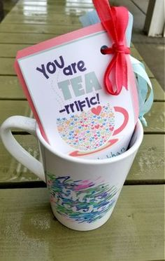 Small Gifts for Teachers with Free Printables! - Leap of Faith Crafting Small inexpensive gifts for teachers or friends! Cheer someone's day up with some tea and personalized mug! Small Teacher Gifts, Teachers Day Gifts, Teacher Birthday Gifts, Teacher Aide Gifts, Handmade Teacher Gifts, Teacher Stuff, Inexpensive Christmas Gifts, Inexpensive Gift, Christmas Gifts For Friends
