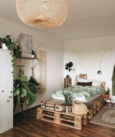 cama de palletssss a mix of mid century modern bohemian and industrial interior style home and apartment decor decoration ideas home design be ? Decoration Bedroom, Home Decor Bedroom, Bedroom Ideas, Bedroom Beach, Diy Bedroom, Bedroom Inspiration, Nature Bedroom, Bedroom Rustic, Bedroom Modern