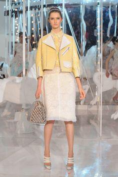 155 photos of Louis Vuitton at Paris Fashion Week Spring 2012.