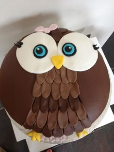this looks like an easier owl cake to try!You can find Owl cakes and more on our website.this looks like an easier owl cake to try! Owl Cake Birthday, Owl Birthday Parties, Cupcakes, Cupcake Cakes, Easy Owl Cake, Owl Food, Foundant, Owl Cakes, Jungle Cake