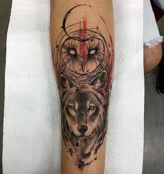 Tatuagem criada por Phetattooist de São Paulo. A coruja e o lobo. #tattoo #tatuagem #tattoo2me #art #arte
